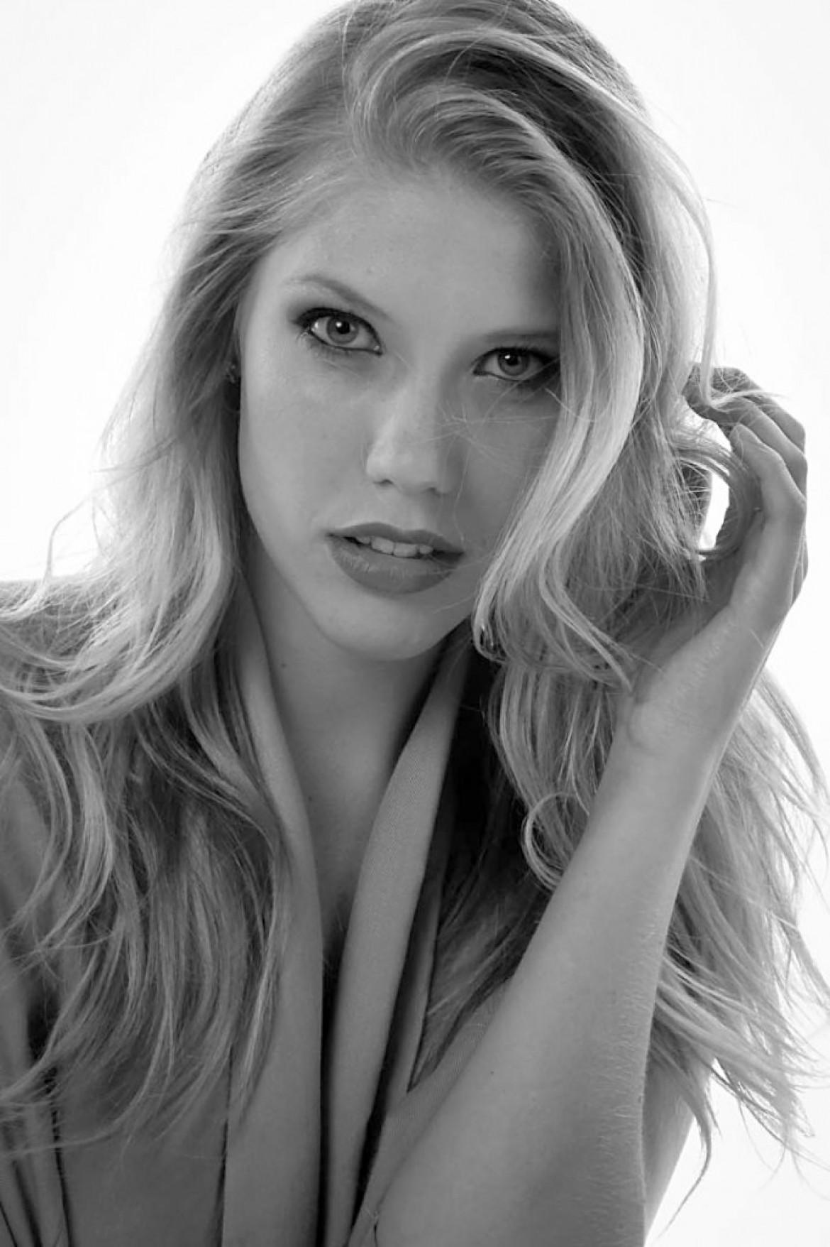 """Anronet Roelofz  """"2nd Runner up, Top Model of the World 2014 & winner of Miss Globe 2014"""""""